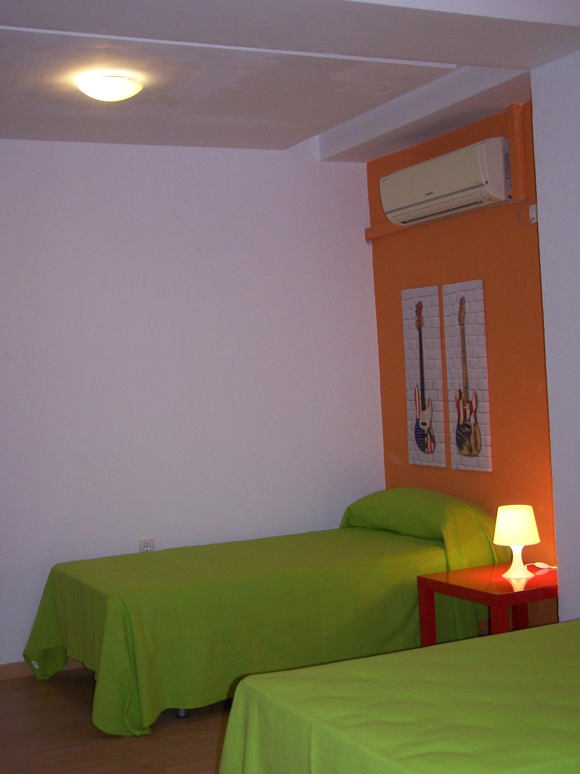 Habitaciones y precios granada old town hostel for Cama familiar
